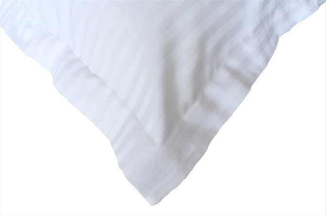 Jastučnica saten pruga 1 cm s ukrasnim rubom 4 cm